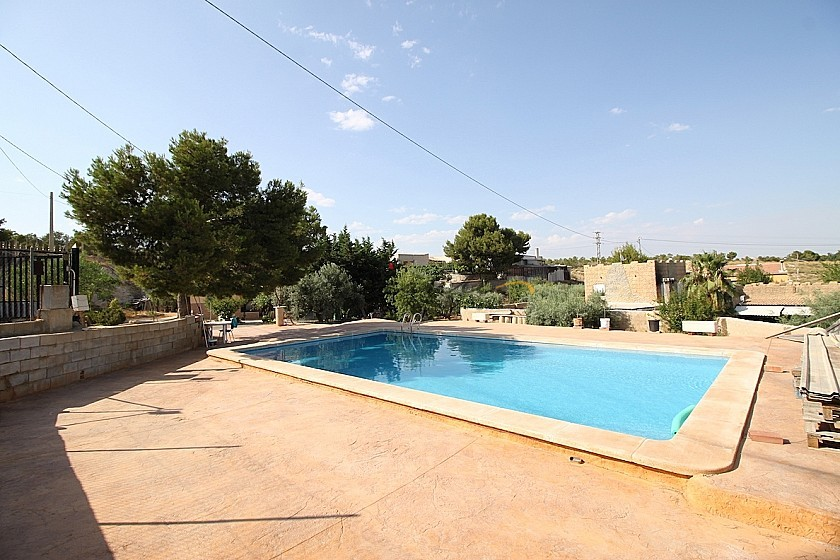 Villa on the edge of Elche - 4beds Big pool & garage in Alicante Property
