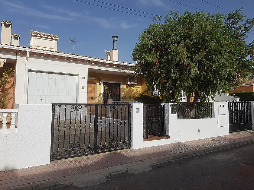 Fantastic 200 m2 Town house in Salinas near Sax in Alicante Property