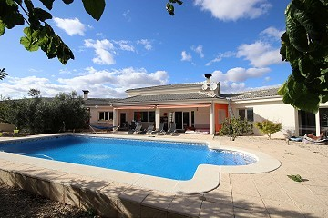 Large Detached Villa with a pool and guest house in Biar, Alicante