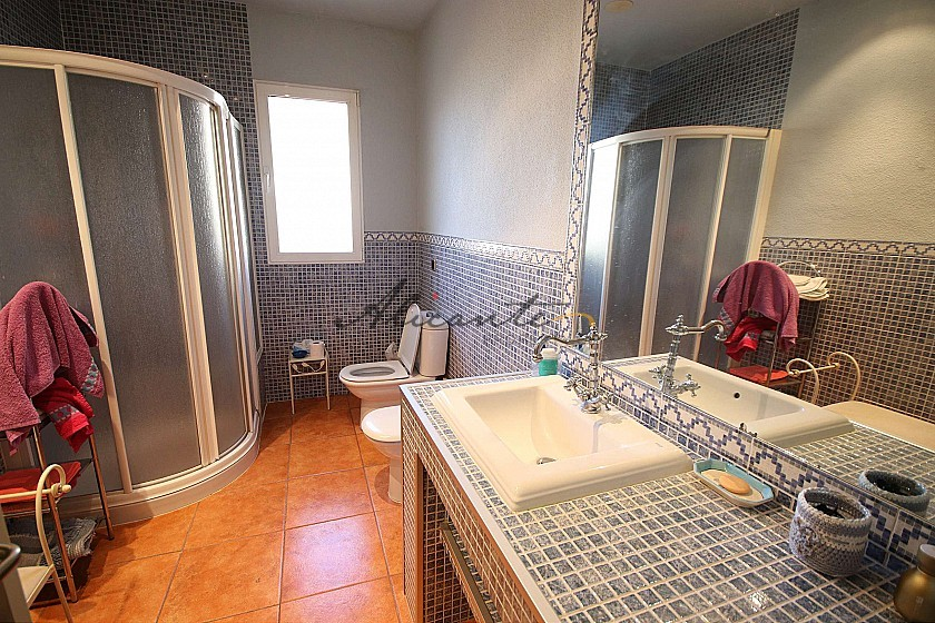 Two Detached Villas on one plot, with a swimming pool and garage in Alicante Property