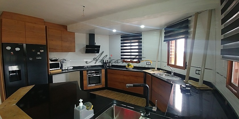 Spectacular property with pool in Yecla / RP1261 in Alicante Property