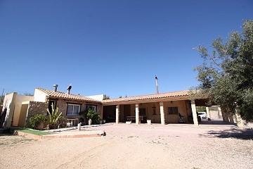 4bed 3bath Villa with garage & garden with room for a pool