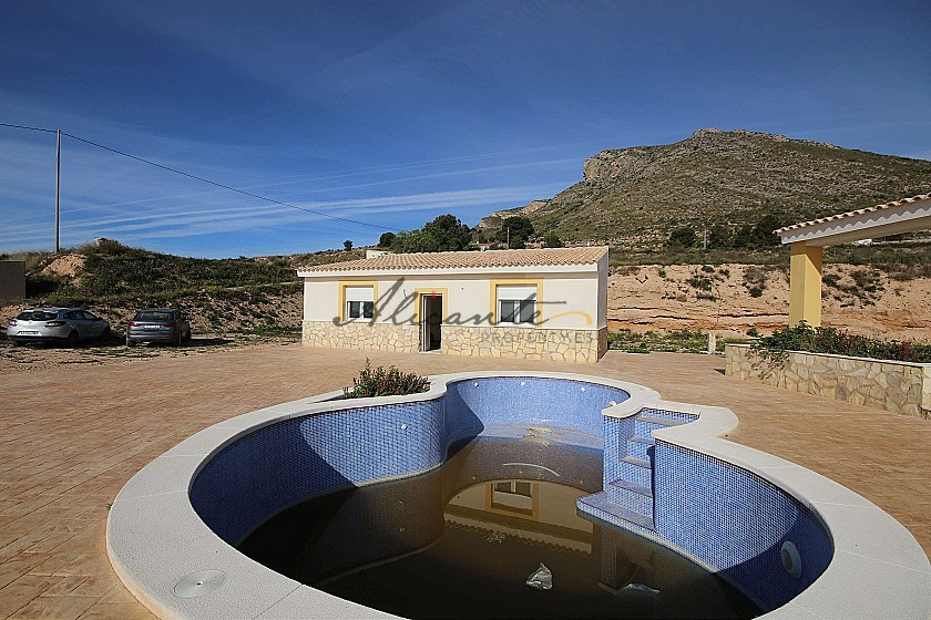 Brand New Detached Villa with a guest house and pool in La Romana in Alicante Property