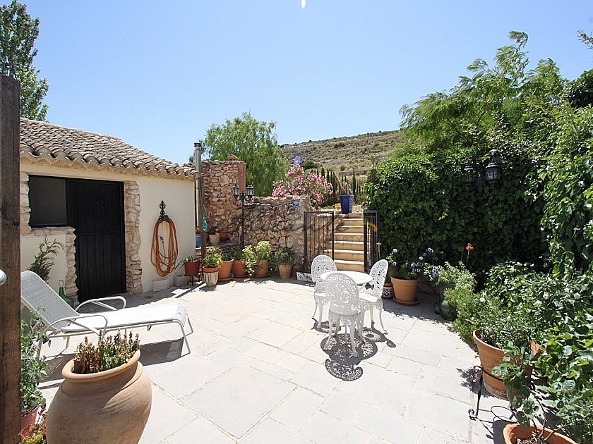 Large Rustic Home with 200m2 quality stable block in 20,000m2 in Alicante Property