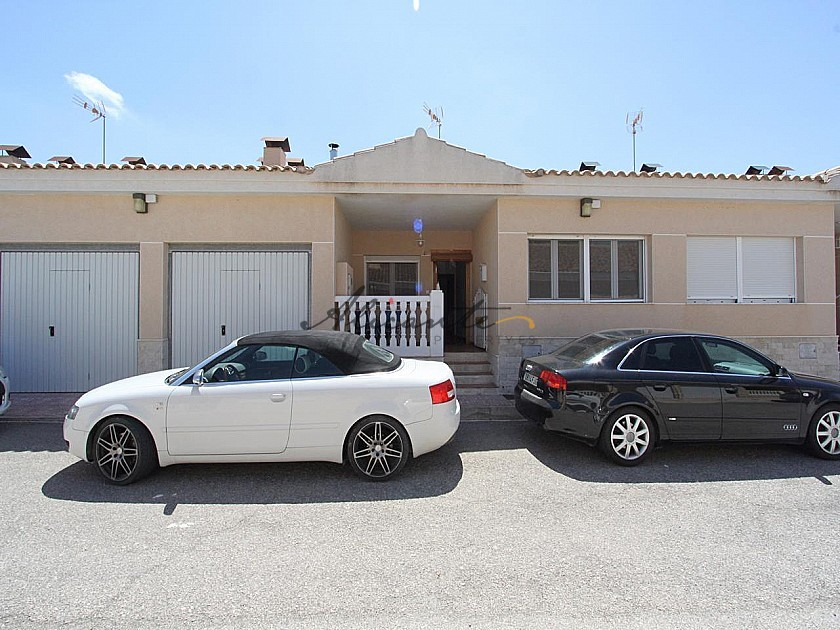 3 Bedroom modern townhouse with large pool and decking bridge in Alicante Property