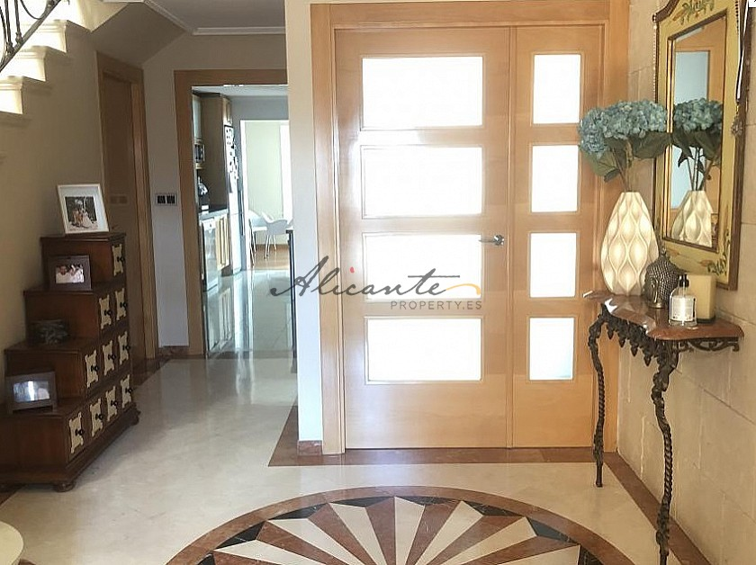 5 Bed 3 Bath Stunning Townhouse 20 Minutes from beaches in Alicante Property