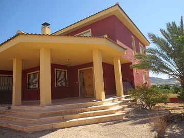 Lovely Villa in town in Salinas, Alicante