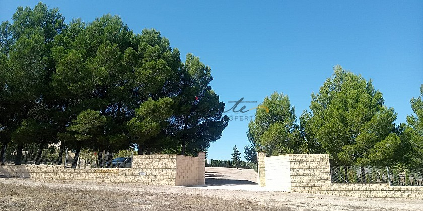 2 Bed Modern Campo House in Alicante Property
