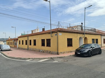 Reformed 3 Bedroom 1 bath house with roof terrace in Salinas, Sax